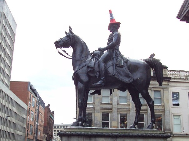 1280px-Statue_of_Wellington,_mounted,_Glasgow_-_DSC06285